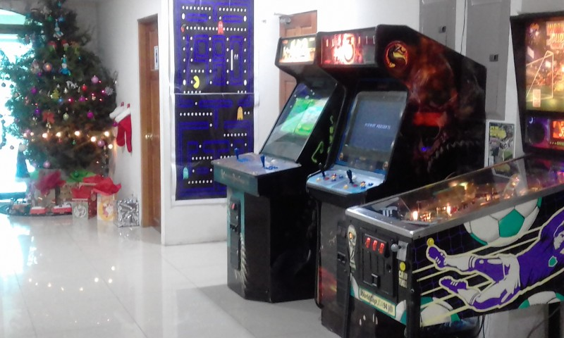 MERRY-CHRISTMAS-CALL-CENTER-GAME-ROOM-PINBALLc823eb73bfd66b03.jpg